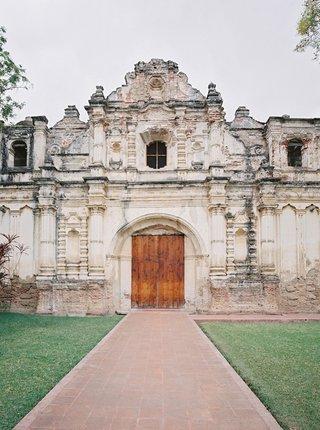 destination-wedding-in-antigua-guatemala-iglesia-san-jose-el-viejo-church-ceremony-venue-old-ruins