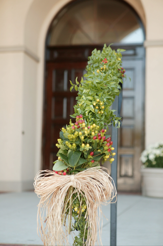 fall-floral-arrangement-on-stair-rail-up-to-ceremony