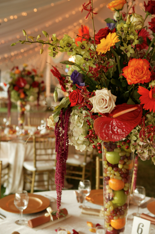 centerpiece-with-tropical-flowers-and-fruit-filled-vase