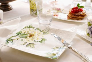 villeroy-boch-quinsai-garden-square-plate-with-green-and-yellow-floral-detailing
