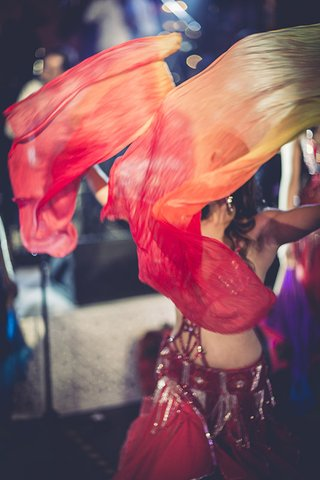 belly-dancer-morocco-morrocan-wedding-destination-marrakech-traditions-fun-lively-entertainment
