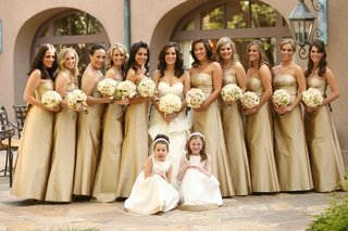 bride-with-bridesmaids-and-flower-girls