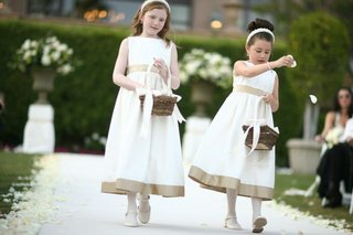 flower-girl-headbands-baskets-and-attire
