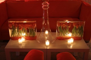 red-lounge-area-centerpiece-with-underwater-tulip-centerpiece
