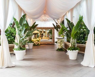 wedding-walkway-gold-mirror-with-hashtag-tropical-leaves-white-drapery