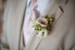 new-york-jets-brian-winters-wedding-groom-in-tan-suit-boutonniere-with-ranunculus-blossoms