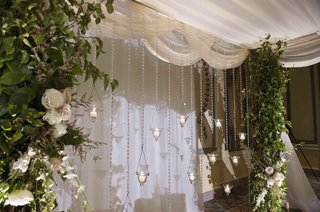 strands-of-crystals-and-candles-on-back-of-ceremony-structure