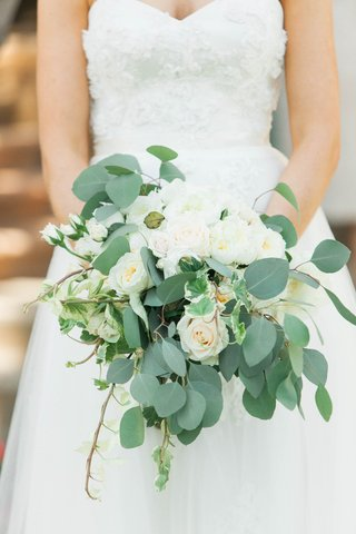 rustic-bridal-bouquet-with-ivory-roses-eucalyptus-and-english-ivy