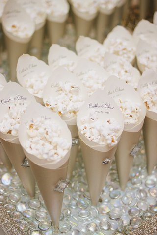 gold-paper-cones-with-crystal-filled-with-popcorn