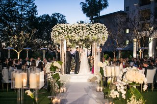 wedding-ceremony-after-sunset-jewish-tradition-birch-branch-candles-white-flowers-greenery