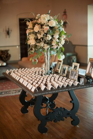 escort-cards-with-large-floral-centerpiece-with-blush-roses-dusty-miller-and-eucalyptus
