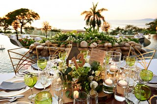 destination-wedding-with-green-wine-glasses-and-centerpiece-in-mexico