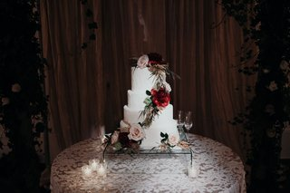 suzanna-villarreal-and-alex-wood-la-dodgers-wedding-wedding-cake-white-fresh-flowers-greenery-fall