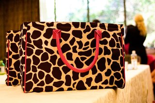 giraffe-print-beauty-bags-for-bridesmaids-with-pink-handles