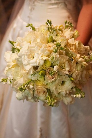 all-white-gardenia-and-rose-wedding-bouquet