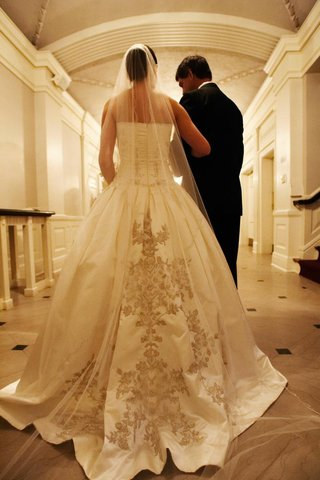 ball-gown-reem-acra-wedding-dress-with-embroidery-skirt