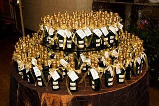 wedding-favor-display-table-with-bottles-of-champagne