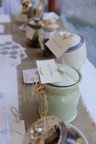 diy-cookie-jar-reception-station-on-burlap-runner