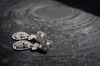 teardrop-shape-diamond-earrings-with-pearls