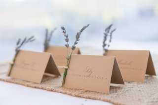 natural-table-cards-with-lavender-sprigs-fastened-with-clothespin