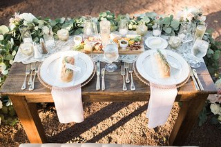 wooden-sweetheart-table-place-settings-runner-blush-napkins-rustic-chic-california-winery-wedding