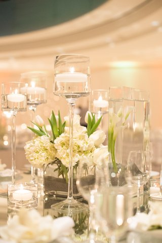 ivory-hydrangea-blossoms-and-clear-glass-vases