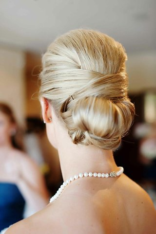 blonde-hair-wedding-style-elegant-updo
