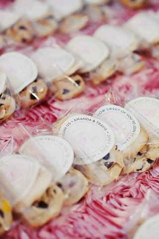wedding-favor-cincinnati-cookie-with-personalized-sticker