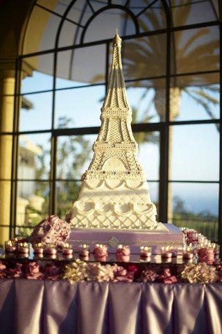 paris-theme-wedding-cake-on-purple-table