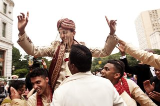 groomsmen-pick-up-indian-groom-in-traditional-attire