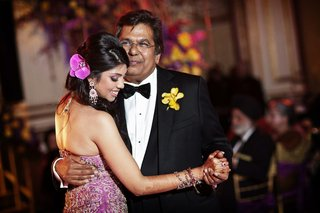 indian-bride-with-henna-and-dad-dancing-at-reception
