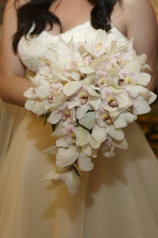 white-orchid-with-light-pink-center-flower-bouquet