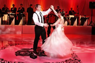 live-wedding-band-performs-first-dance-song