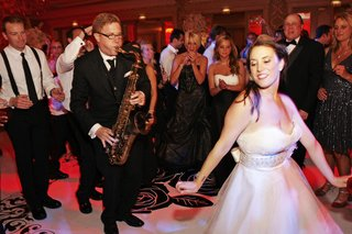 bride-dances-in-front-of-jazz-sax-player-at-wedding-reception
