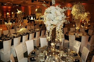 sophisticated-black-and-white-wedding-reception-decorations