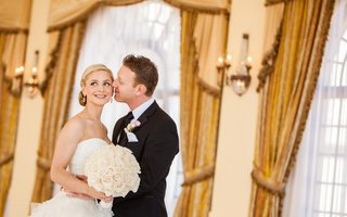 groom-kissing-bride-with-natural-makeup