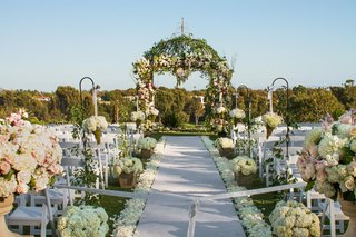floral-embellished-chuppah-and-aisle-markers