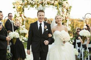 couple-exit-alfresco-jewish-ceremony-smiling