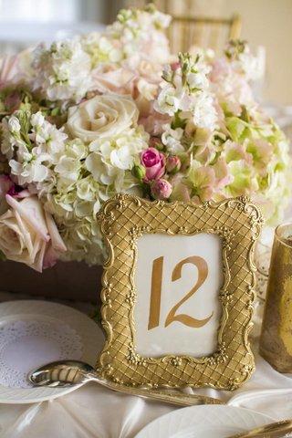 gold-gilded-frames-next-to-short-centerpiece
