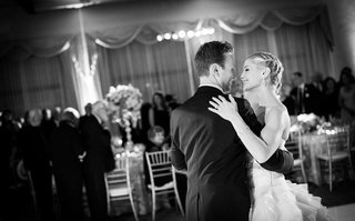 black-and-white-photo-of-newlyweds-dancing