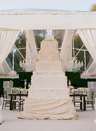 nine-foot-tall-wedding-cake-made-of-cupcakes