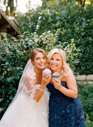 bride-and-bridesmaid-with-cupcake-clutches