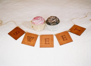 sweet-sign-with-bridal-clutch-in-shape-of-cupcake