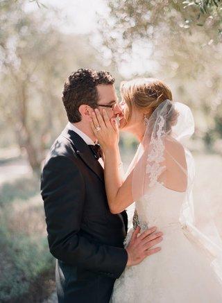 dc-cupcakes-katherine-kallinis-kisses-groom