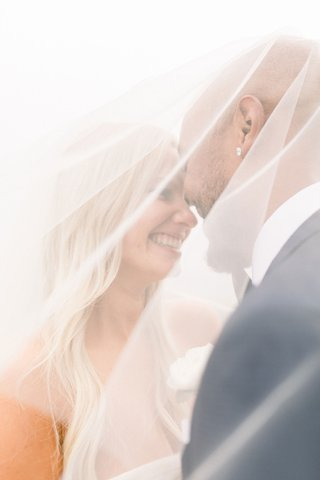 wedding-photo-bride-and-groom-under-bridal-veil-shane-vereen-and-taylour-rutledge