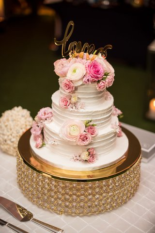 wedding-cake-three-layers-fresh-ranunculus-rose-flowers-with-gold-love-calligraphy-cake-topper
