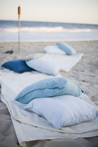 oceanfront-pillow-and-blanket