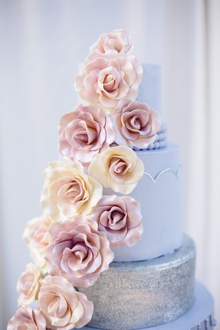 wedding-cake-with-lilac-and-silver-layers-and-white-and-pink-sugar-roses