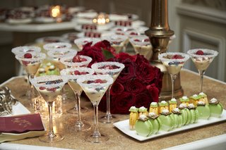 wedding-dessert-table-macarons-and-pudding-in-cocktail-glasses-with-sugar-on-the-rim
