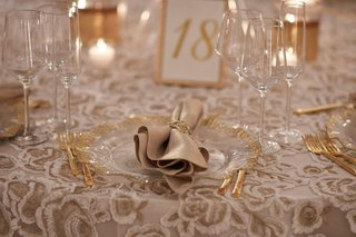 wedding-reception-pattern-linen-from-nuage-designs-gold-white-flowers-gold-charger-flatware-table